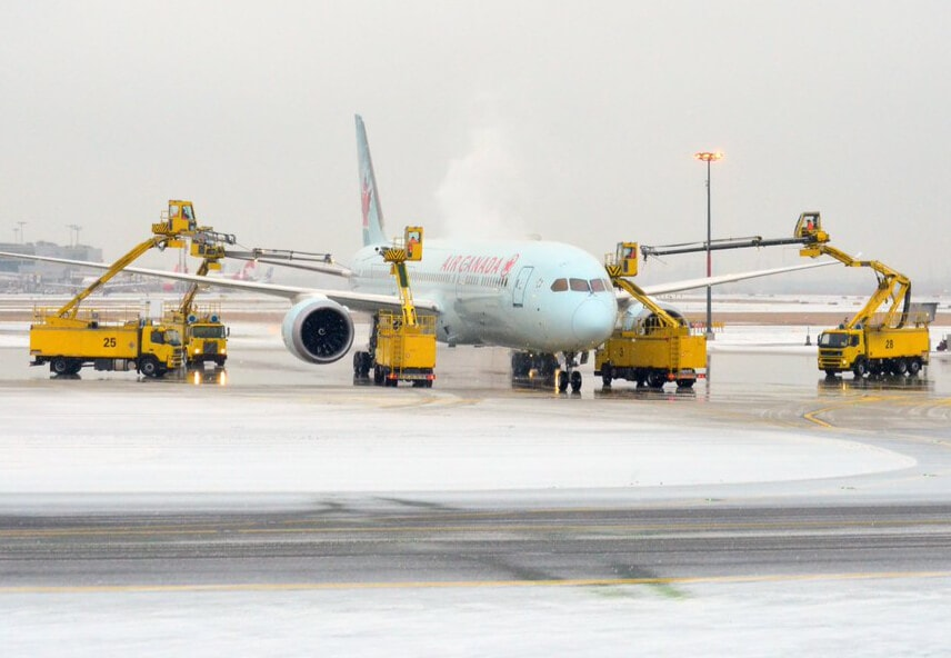 Plane deicing at Pearson airport