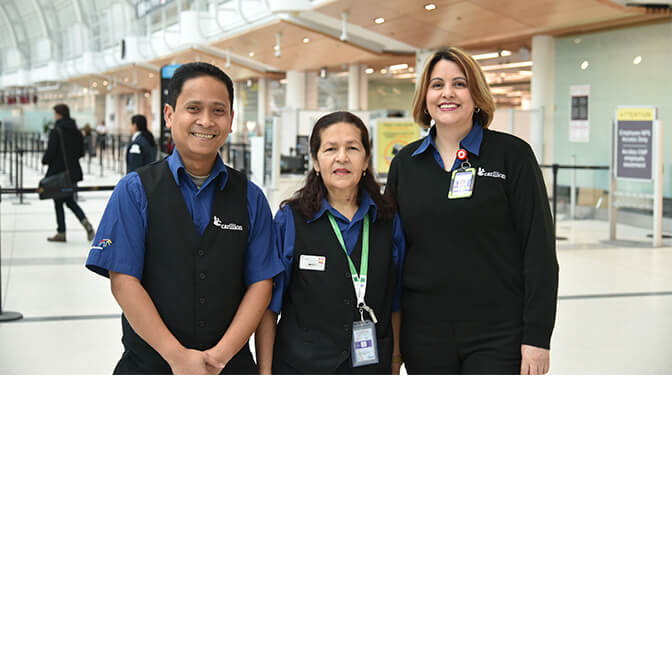 Trois employés à l'aéroport Pearson