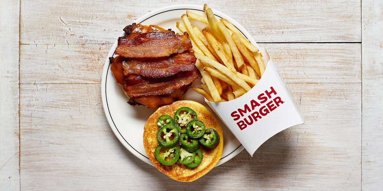 Hamburger épicé au jalapeno et frites
