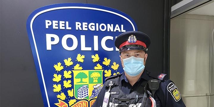 Voici l'agent John, qui assure la sécurité de notre communauté de Pearson
